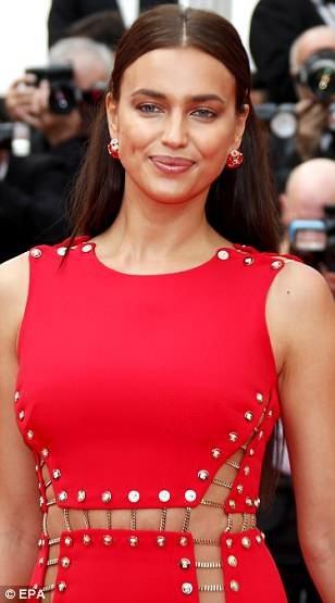 """Irina Shayk táo bạo """"bỏ quên nội y"""" trên thảm đỏ Cannes - 13"""