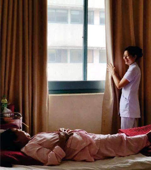 """Những tấm hình đẹp về người điều dưỡng ở hội thi """"Nét đẹp điều dưỡng Bệnh viện Trung ương Huế 2018"""