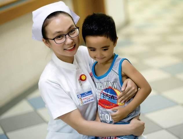 Những hình ảnh thân thiện, trách nhiệm của điều dưỡng Huế - 12