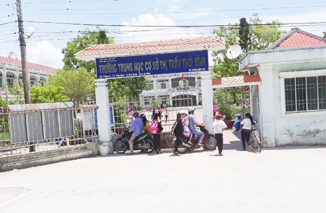 Trường THCS thị trấn Thới Bình, nơi thầy T.H.S. công tác.