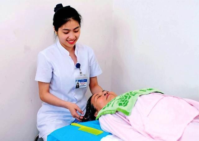 Những hình ảnh thân thiện, trách nhiệm của điều dưỡng Huế - 7