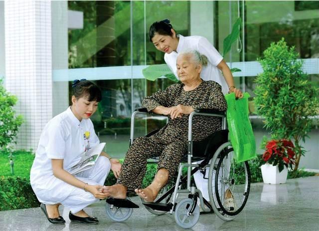 Những hình ảnh thân thiện, trách nhiệm của điều dưỡng Huế - 6