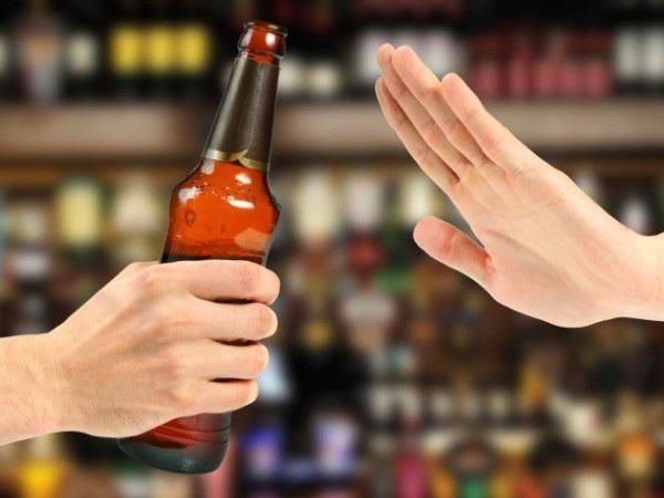 Tránh xa rượu bia là một trong những biện pháp ngừa ung thư vòm họng