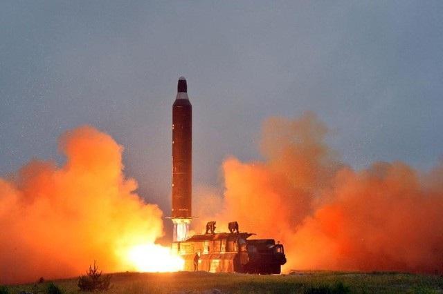 Tên lửa Triều Tiên rời bệ phóng trong một vụ phóng thử (Ảnh: KCNA)