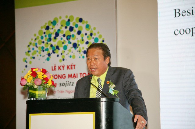 Ông Hồ Đức Lam có thời gian dài làm việc, gắn bó tại Nhựa Rạng Đông