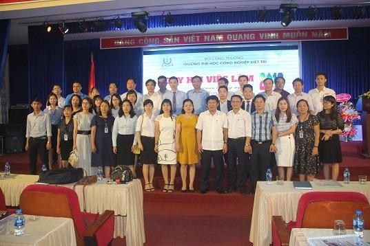 Trường Đại học Công nghiệp Việt Trì tổ chức Ngày hội tư vấn hướng nghiệp nghề - 4