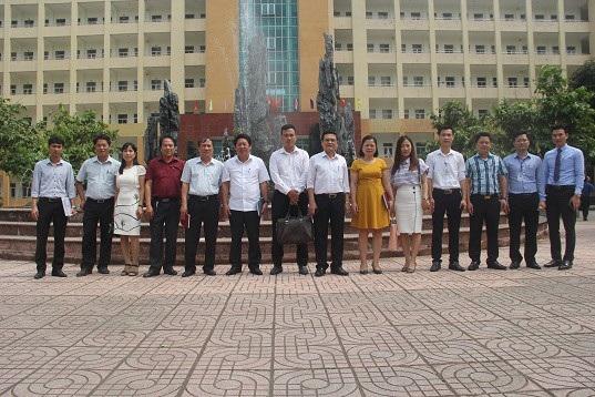 Trường Đại học Công nghiệp Việt Trì tổ chức Ngày hội tư vấn hướng nghiệp nghề - 5
