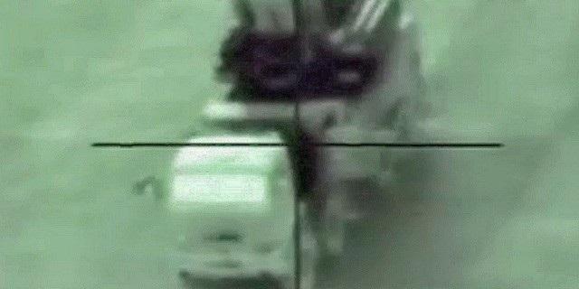 Khoảnh khắc tên lửa Israel nhắm mục tiêu tới hệ thống Pantsir-S1 của Syria (Ảnh: Yahoo News)