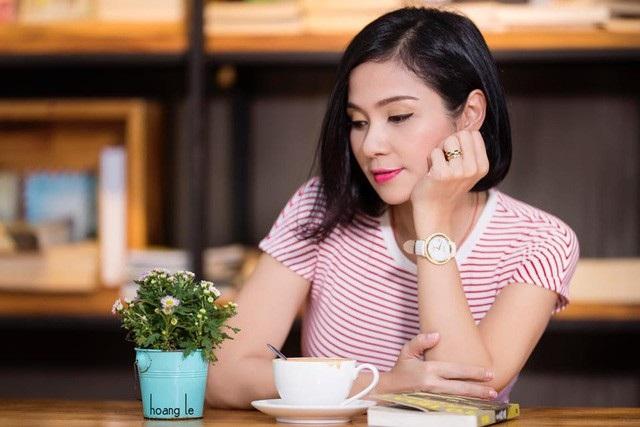 Nữ diễn viên Việt Trinh khiến khán giả không khỏi bất ngờ khi tuyên bố cô sẽ không bao giờ lập gia đình và sẽ ở một mình đến cuối đời cho dù bây giờ người đẹp màn ảnh chỉ ở độ tuổi tứ tuần.