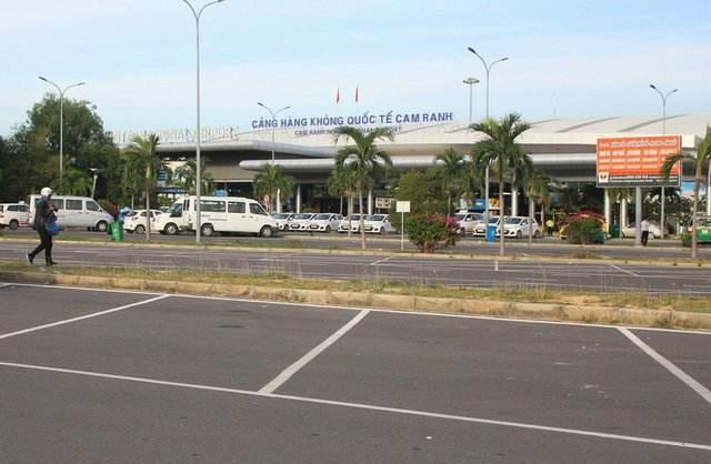 Sân bay Cam Ranh, nơi phát hiện nhóm du khách mặc áo lưỡi bò trái phép