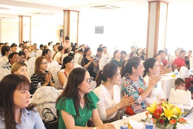 Đông đảo phụ huynh Bạc Liêu tham gia hội thảo để học hỏi kinh nghiệm giáo dục con cái.