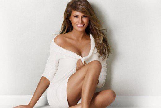 Từng là một người mẫu nổi tiếng với sự xuất hiện trên các tạp chí Sports Illustrated, Vanity Fair, Vogue, Harpers Bazaar và GQ, không có gì ngạc nhiên khi bà Melania luôn gây ấn tượng mỗi lần xuất hiện trước công chúng. Trong những chuyến tháp tùng chồng, bà Melania luôn thu hút ống kính của phóng viên bởi những bộ trang phục sang trọng, thanh lịch và thời trang. Bà cũng là Đệ nhất phu nhân duy nhất của nước Mỹ từng chụp ảnh khỏa thân cho các tạp chí. Bên cạnh đó, bà Melania cũng từng đóng quảng cáo bảo hiểm. (Ảnh: Hubpages)