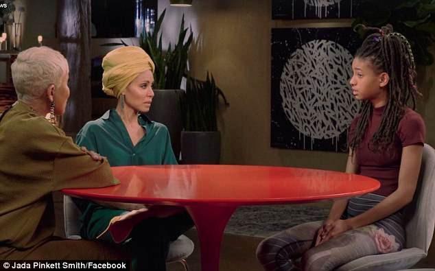 Willow Smith khiến mẹ và bà ngoại rất sốc khi cô tiết lộ trong tập phim phát trực tuyến mới nhất rằng từng có lúc, cô rơi vào trầm cảm và tự cứa cổ tay mình.