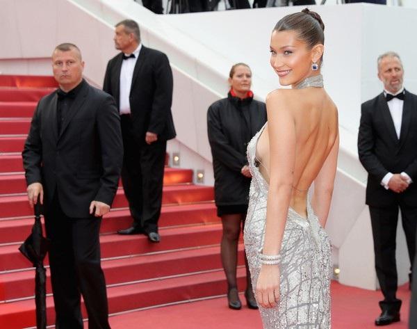 Bella Hadid lộng lẫy trên thảm đỏ - Ảnh 5.
