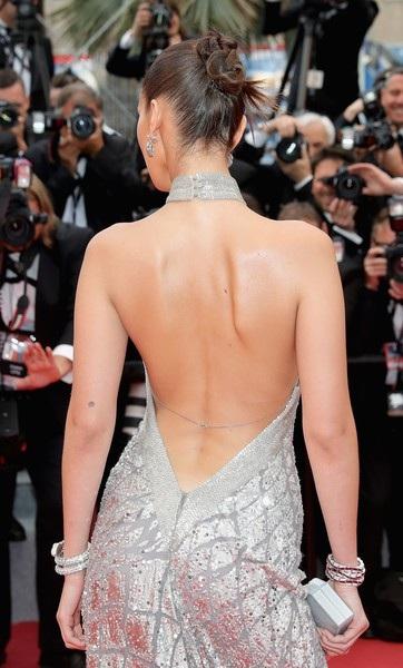 Bella Hadid lộng lẫy trên thảm đỏ - Ảnh 14.