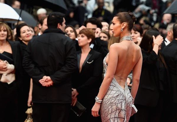 Bella Hadid lộng lẫy trên thảm đỏ - Ảnh 15.