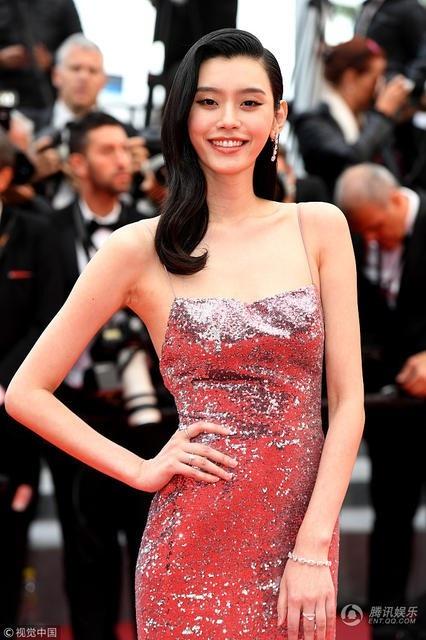 Cô bắt đầu trở thành người mẫu từ năm 2009 sau khi tham gia một cuộc thi tìm kiếm siêu mẫu tại Trung Quốc.