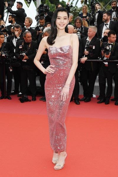 Siêu mẫu từng ngã sấp mặt trong show Victoria's Secret tỏa sáng tại Cannes - 6
