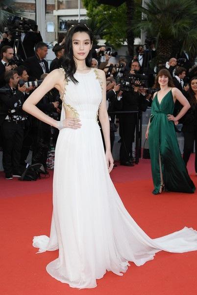 Ming Xi hóa thân thành một nữ thần trong một sự kiện khác tại Cannes 2018.