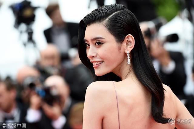 Siêu mẫu từng ngã sấp mặt trong show Victoria's Secret tỏa sáng tại Cannes - 2
