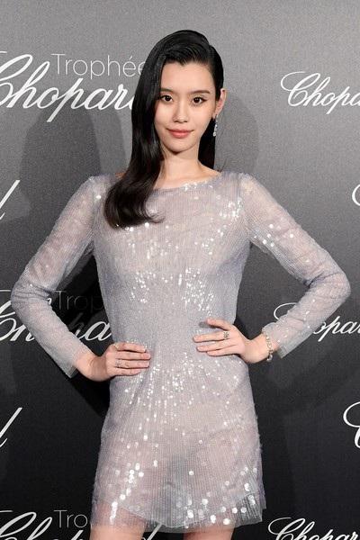Tối 14/5, Ming Xi tham dự một sự kiện bên lề của LHP Cannes 2018 tại khách sạn Martinez.