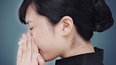 Mùa lạnh cần mặc đủ ấm để tránh phòng ngừa viêm mũi dị ứng.