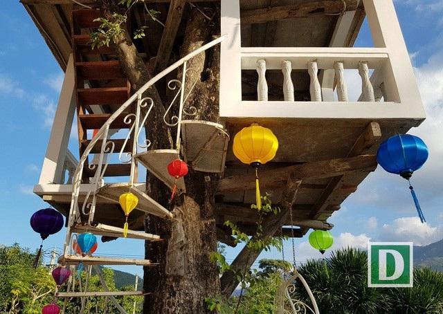 Dù làm trên cây nhưng ngôi nhà được thiết kế rất chắc chắn, khoa học. Ảnh: Viết Hảo