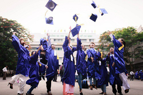 Luật giáo dục sửa đổi đã sửa quy định: Sinh viên sư phạm không phải đóng học phí, bằng quy định: Học sinh, sinh viên sư phạm được vay tín dụng sư phạm để đóng học phí và chi trả sinh hoạt phí trong toàn khóa học.