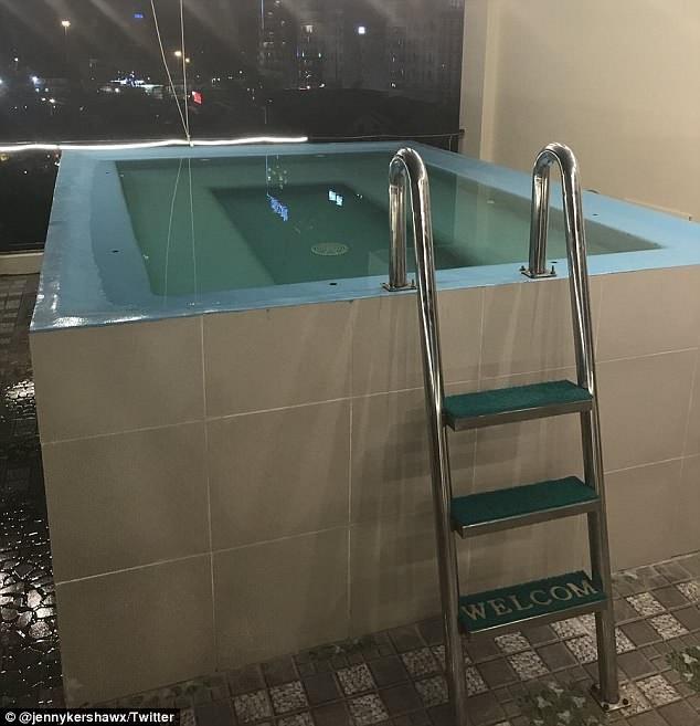 Nhưng thực tế đây mới là bể bơi của khách sạn