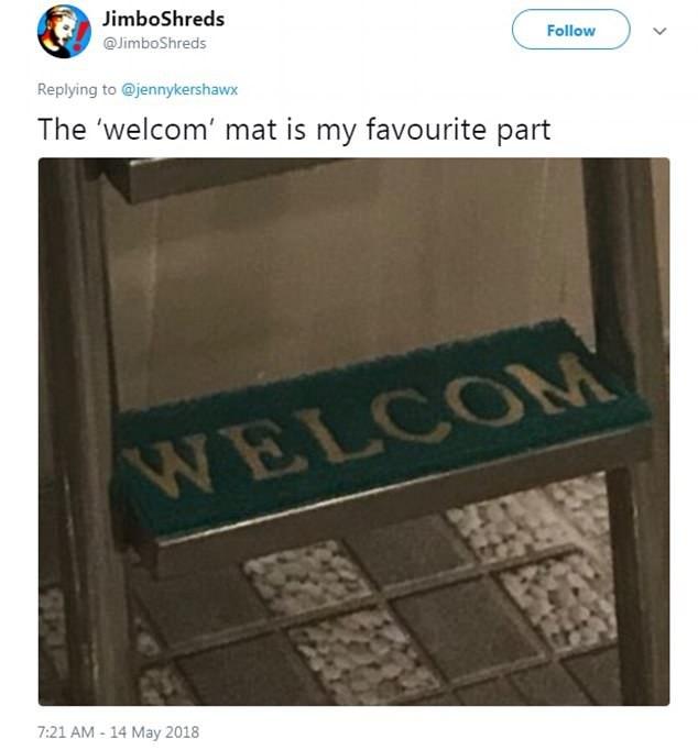 Nhiều người tinh ý tới mức, phát hiện ra bậc thang bể bơi bé tới mức tấm thảm đặt lên trên không đủ cả chữ E trong từ Welcome (Chào đón)