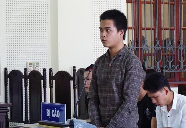 Bị vây đánh, Lô Văn Thương đâm chết Lô Văn Vương và tuyên phạt 7 năm tù