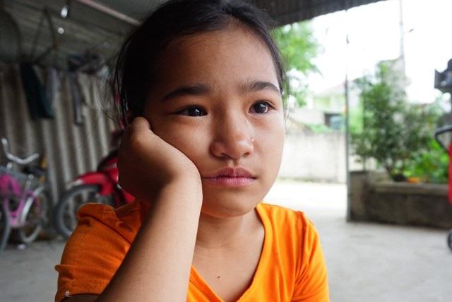 Bé Trang trước nỗi buồn lo bố mẹ có thể rời bỏ em bất cứ lúc nào