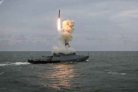 Tàu chiến Nga phóng tên lửa hành trình Kalibr trong một cuộc tập trận