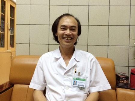 PGS,TS Nguyễn Tiến Dũng cho rằng cha mẹ cần kiên trì trong việc làm giảm táo bón cho trẻ