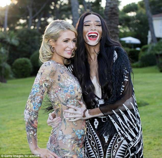 Người đẹp 9X vui vẻ bên đàn chị Paris Hilton