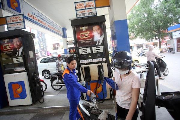 Ai đã đồng ý tăng kịch trần thuế môi trường với xăng dầu? - 1