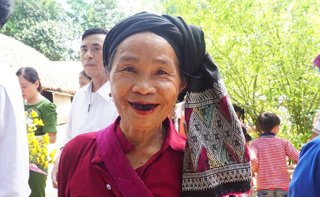 Bà Lương Thị Oanh vui mừng được về thăm quê Bác trong dịp sinh nhật Người
