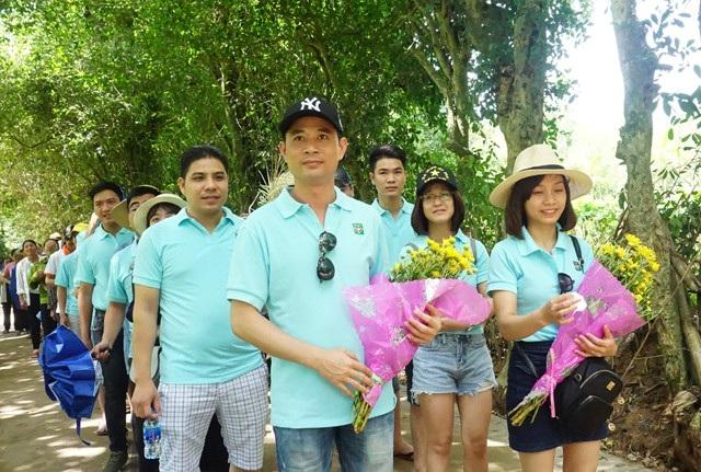 Trong ngày sinh nhật Bác, triệu bước chân của những người con đất Việt đã về với Kim Liên - quê của muôn quê, tưởng nhớ Chủ tịch Hồ Chí Minh, người đã cống hiến cả cuộc đời cho sự nghiệp giải phóng dân tộc