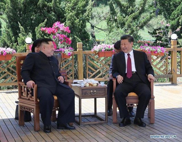 Chủ tịch Trung Quốc Tập Cận Bình tiếp đón nhà lãnh đạo Triều Tiên Kim Jong-un tại Đại Liên, Trung Quốc (Ảnh: Tân Hoa Xã)