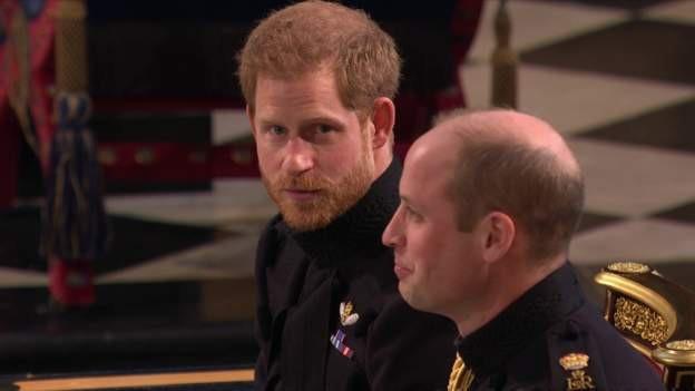 Hoàng tử Harry có vẻ khá hồi hộp trong giây phút chờ đón cô dâu. (Ảnh: BBC)