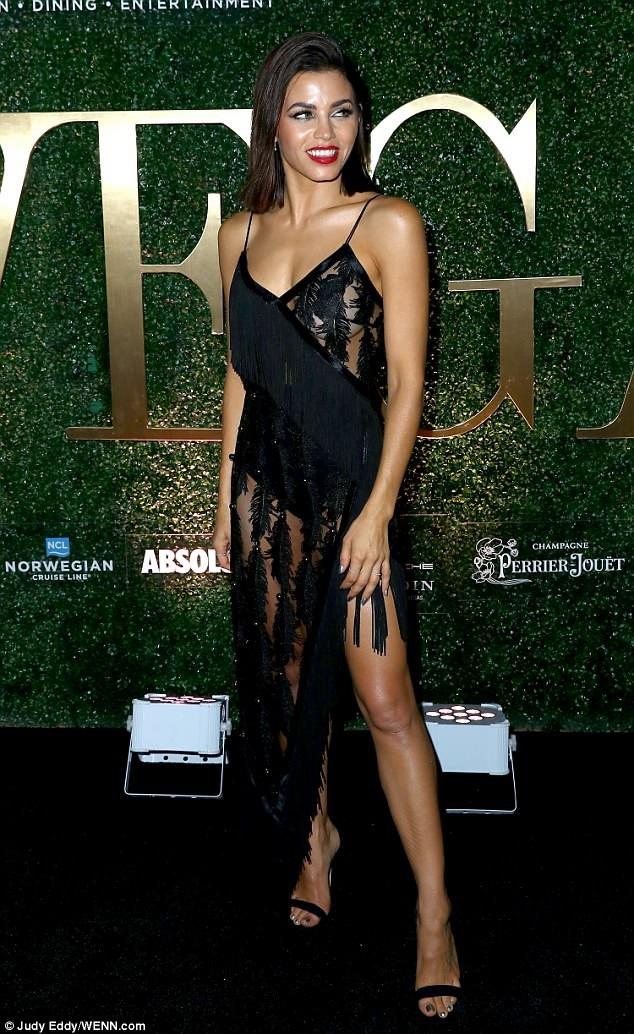 Jenna Dewan khoe làn da nâu bóng, thân hình săn chắc trong chiếc váy gợi cảm, nữ tính khi góp mặt trong một sự kiện ở Los Angeles, Mỹ, ngày 18/5.