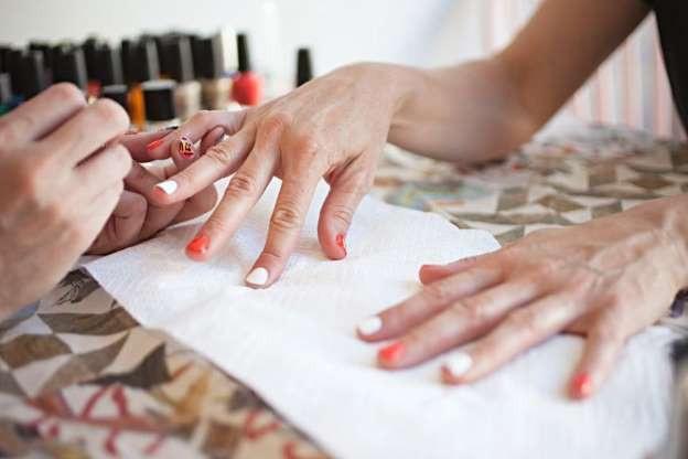 Gel sơn móng có thể làm tăng nguy cơ ung thư - 1
