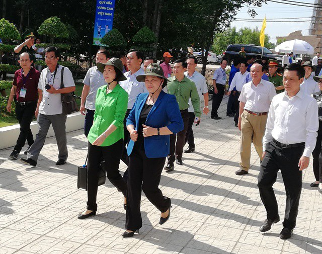 Chủ tịch Quốc hội Nguyễn Thị Kim Ngân về tham dự lễ trồng cây tại Đất Mũi, Cà Mau ngày 2/5.