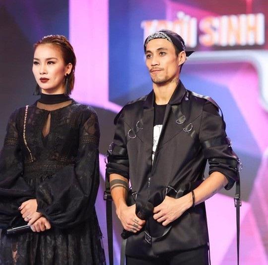 Việc vũ công Phạm Lịch tố rocker Phạm Anh Khoa gạ tình nhiều lần đang gây xôn xao trong dư luận.