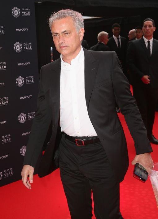 HLV Jose Mourinho đến muộn hơn các học trò
