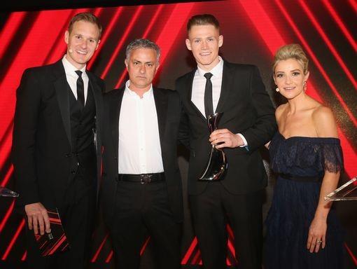 Mourinho đã chọn tiền vệ trẻ McTominay (thứ hai từ phải sang). Sự lựa chọn của Mourinho thật sự bất ngờ vì McTominay chưa phải cầu thủ có suất đá chính ở MU
