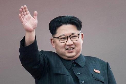Nhà lãnh đạo Triều Tiên Kim Jong-un đang tìm cách cân bằng quan hệ với Mỹ và Trung Quốc. Ảnh: The Sun.