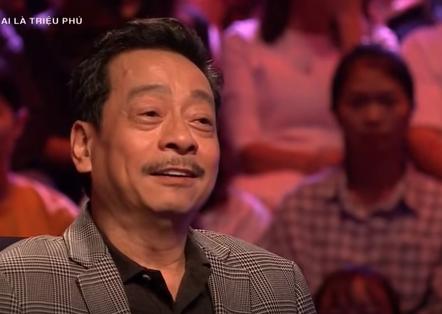 """MC Phan Đăng cho rằng, NSND Hoàng Dũng có """"ánh mắt khiến người đối diện luôn luôn sợ"""". """"Đôi khi mình cứ tạo ra thế cho người ta sợ"""", NSND Hoàng Dũng hóm hỉnh đáp."""