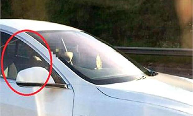Ghế lái bị bỏ trống hoàn toàn (Ảnh cắt từ clip)