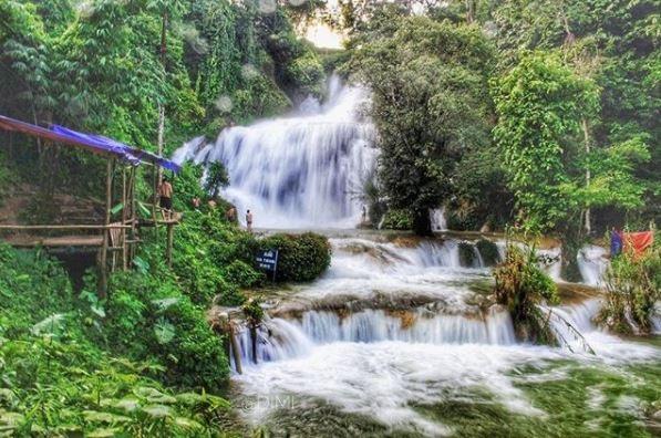 Du lịch thác Mu có 2 mùa: mùa mưa và mua khô. Mùa mưa bắt đầu từ tháng 5 đến tháng 9. Đây được xem là thời điểm thích hợp nhất để đi du lịch bởi thời tiết mát mẻ, nước cũng nhiều nên các tầng thác cuồn cuộn chảy. Trong khi đó, mùa khô thác Mu diễn ra từ tháng 10 đến tháng 4 năm sau. Thời điểm này thời tiết ở Mu khá lạnh và nhiều sương mù, thích hợp với những du khách ưa khám phá, trải nghiệm hơn là nghỉ dưỡng. Ảnh: @dinhminh15